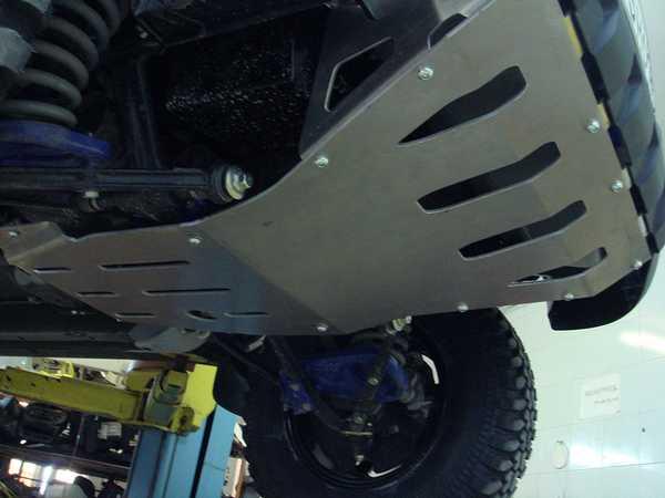 Защита картера –  нештатная деталь задача которой защитить двигатель и расположенные рядом с ним агрегаты от наших дорог