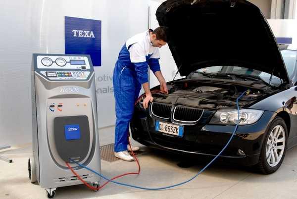 Профессиональный аппарат для заправки автомобильных кондиционеров стоит немалых денег