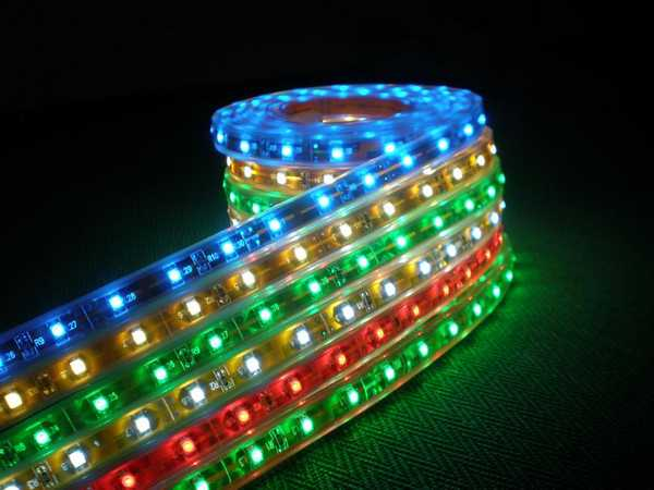 """Светодиодная подсветка салона автомобиля или его днища производится при помощи лент светодиодов, """"упакованных"""" в прозрачные трубки"""