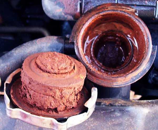 Насколько засорена система охлаждения двигателя, в некоторых случаях определить просто визуально: достаточно открыть крышку радиатора...