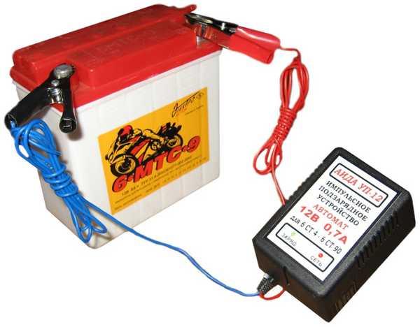 При зарядке АКБ постоянным током нужно контролировать температуру и плотность электролита а также напряжение на АКБ