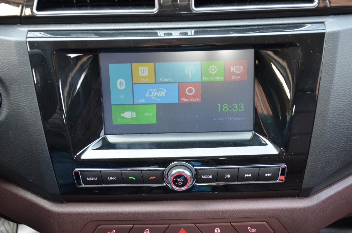 Мультимедийная система с цветным семидюймовым сенсорным экраном