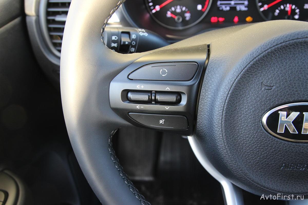 Органы управления аудиосистемой размещены на руле