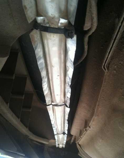 Крепление светодиодной ленты на предварительно укрепленный на днище металлический профиль