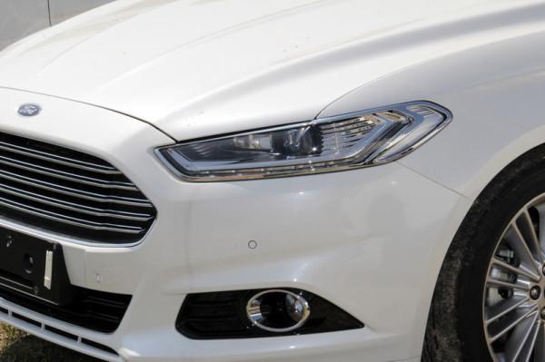 Передняя оптика нового Форд Мондео 2014 фото