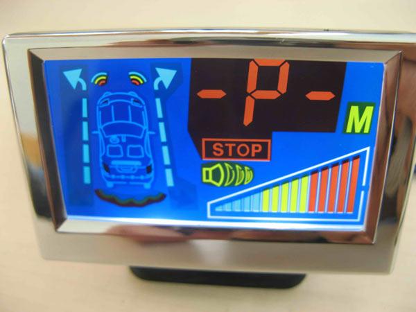 Парктроник PS-911-B оснащен цветным LCD-дисплеем. Информация о препятствиях отображается в графическом виде. Также предусмотрена звуковая сигнализация