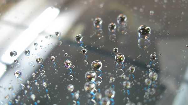 """Вода с поверхностей, обработанных средством """"Антидождь"""" быстро скатывается"""