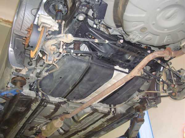 Защита днища автомобиля от коррозии начинается с очищения