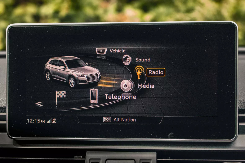 Экран мультимедийной системы