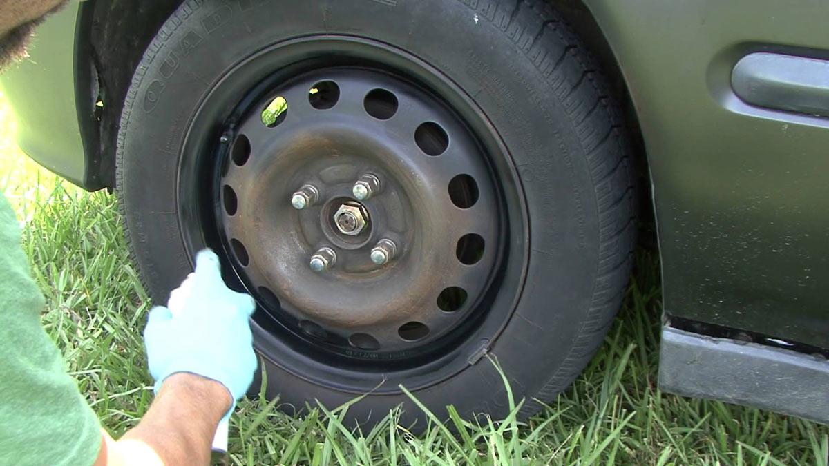 Как правило, в базовых комплектациях бюджетных автомобилей установлены штампованные диски