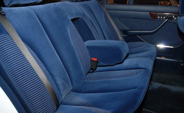 чистим тканевые и велюровые кресла